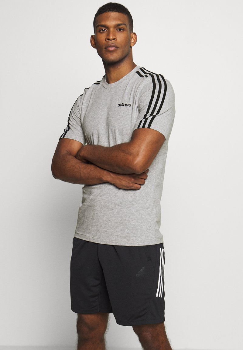 adidas Performance - ESSENTIALS SPORTS SHORT SLEEVE TEE - Print T-shirt - medium grey heather/black