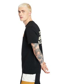 Timberland - OUTDOOR ARCHIVE GRAPHIC - Print T-shirt - black - 3