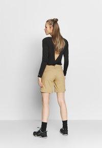 Jack Wolfskin - DESERT SHORTS  - Sports shorts - sand dune - 2