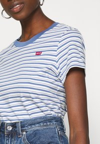 Levi's® - PERFECT TEE - Triko s potiskem - silphium colony blue - 5