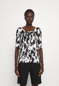 Marc Cain - Print T-shirt - black/white - 0