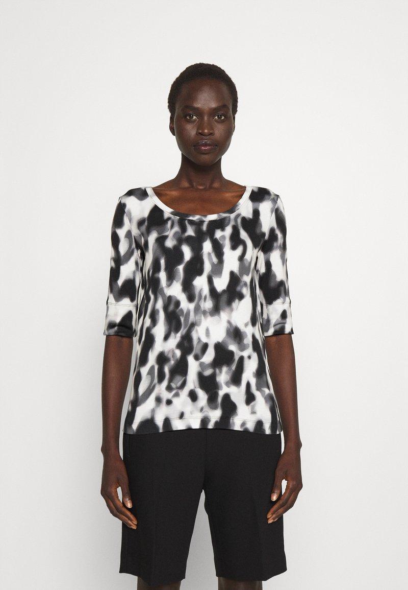 Marc Cain - Print T-shirt - black/white