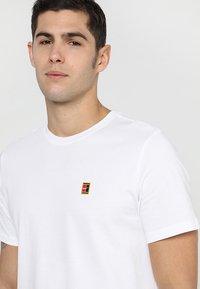 Nike Performance - COURT TEE - T-shirt - bas - white - 4