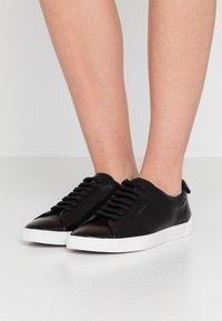 HUGO - Zapatillas - black - 0
