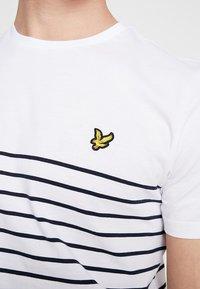 Lyle & Scott - BRETON STRIPE  - Print T-shirt - white/navy - 5