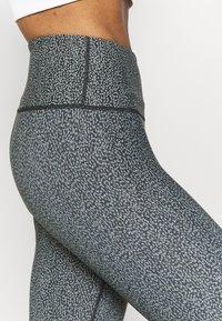 Cotton On Body - REVERSIBLE 7/8 - Leggings - black - 6
