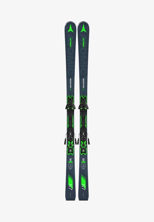 Skiing - rauchblau