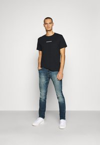 Calvin Klein Jeans - BACK INSTITUTIONAL TEE - Printtipaita - black - 1