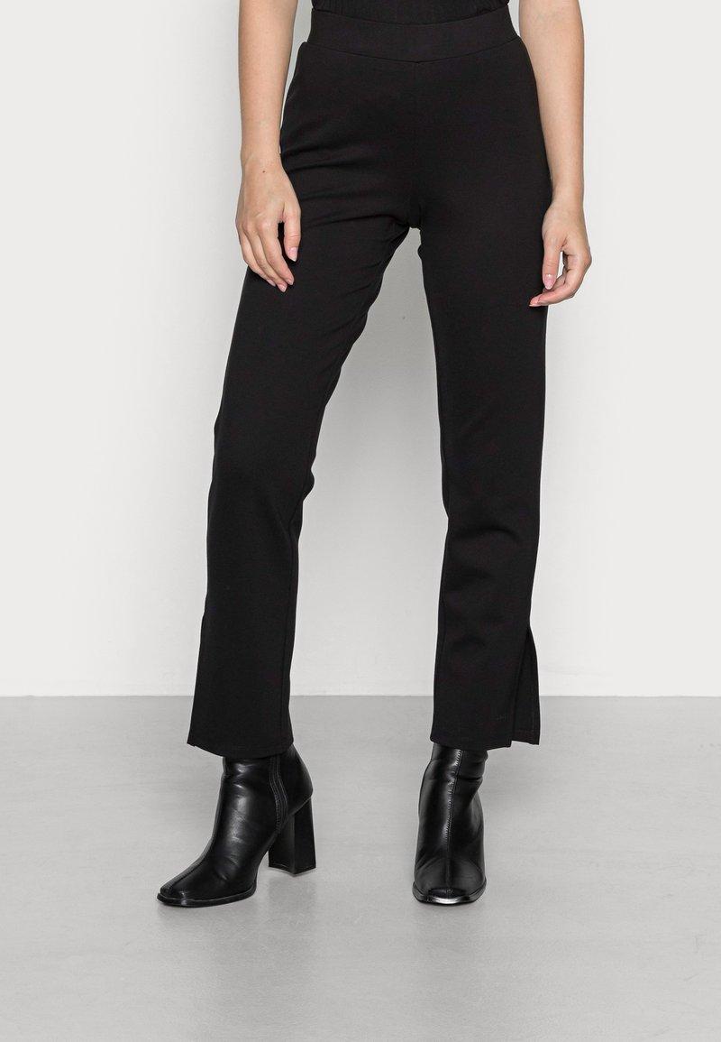 Pieces Petite - PCKARLA SLIT - Leggings - Trousers - black