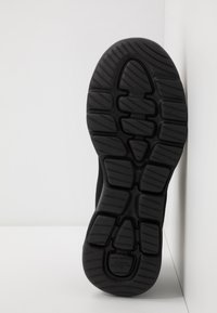 Skechers Performance - GO WALK 5  QUALIFY - Trainings-/Fitnessschuh - black - 4