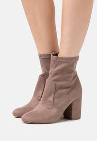 Madden Girl - RAPIDD - Classic ankle boots - grey - 0