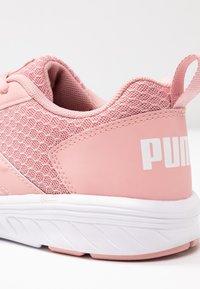 Puma - NRGY COMET - Neutrální běžecké boty - bridal rose - 5