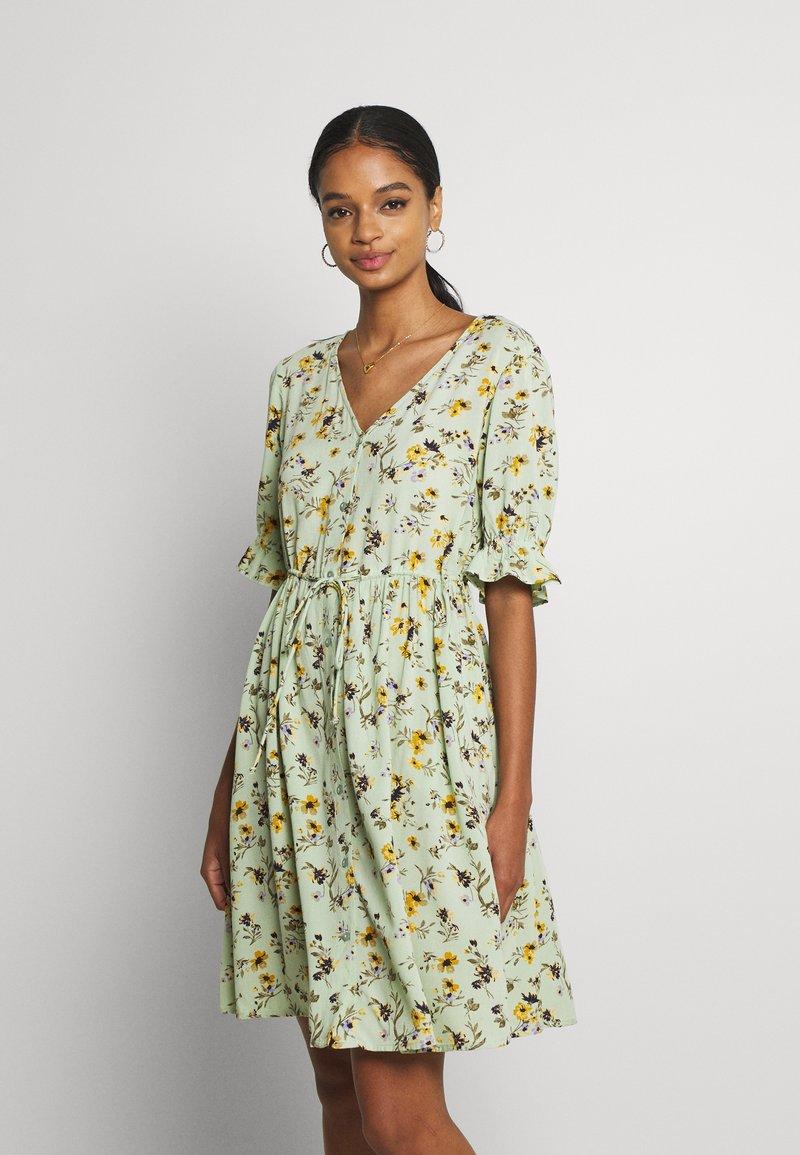 Pieces - PCCARLA DRESS - Kjole - pastel green
