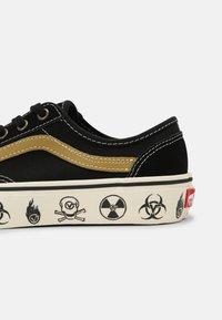 Vans - STYLE 36 DECON UNISEX - Skate shoes - black/antique white - 4