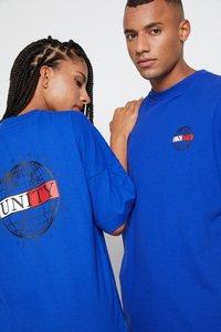 Tommy Hilfiger - LEWIS HAMILTON OVERSIZED UNITY GLOBE TEE - Print T-shirt - sapphire blue - 4
