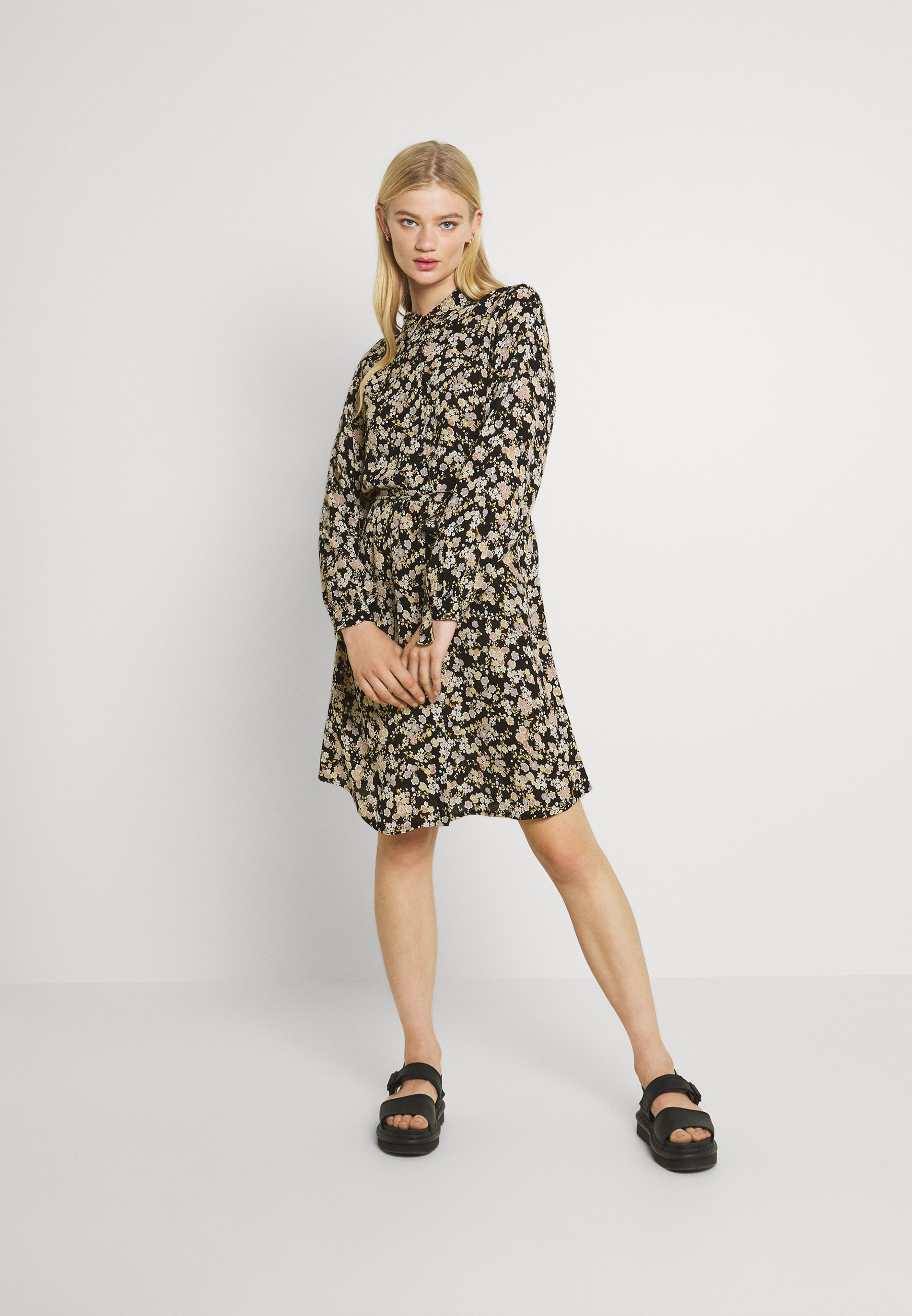 Women PCGERTRUDE DRESS - Shirt dress