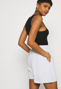 Nike Sportswear - Shorts - white/black - 4