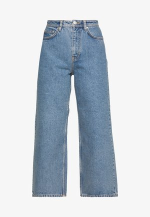 KIRI EXCLUSIVE - Flared Jeans - distressed blue