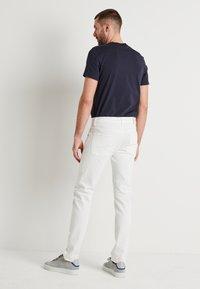 J.LINDEBERG - JAY SOLID - Jeans slim fit - cloud white - 2