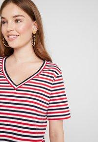 Selected Femme - SLFSTANDARD V NECK - Print T-shirt - toreador/night sky/primrose - 4