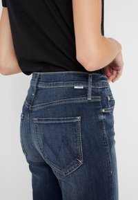 Mother - THE MID RISE DAZZLER ANKLE - Straight leg jeans - on the edge - 3
