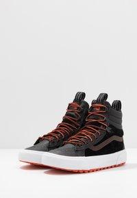 Vans - SK8 MTE 2.0 - Sneakersy wysokie - black/spicy orange - 2