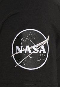 Alpha Industries - SUPERSTAR - Print T-shirt - black/chrome - 2