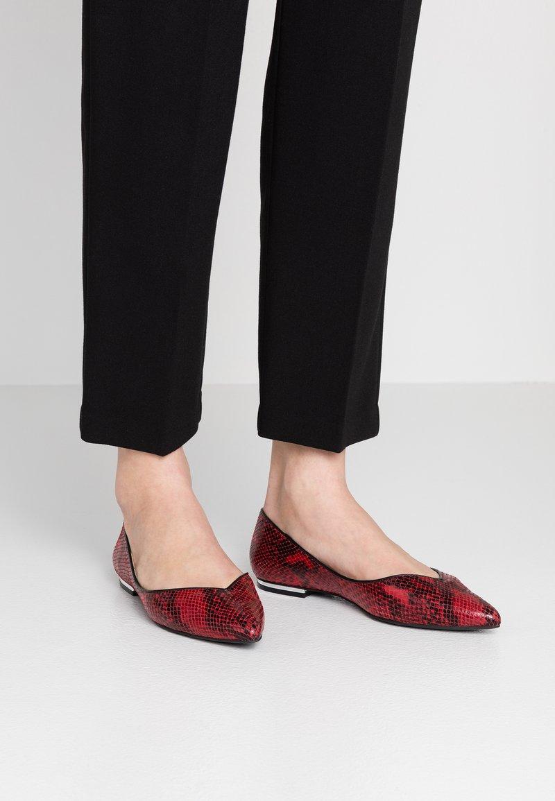 KIOMI - Ballerinat - red