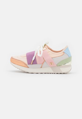 Trainers - pink light