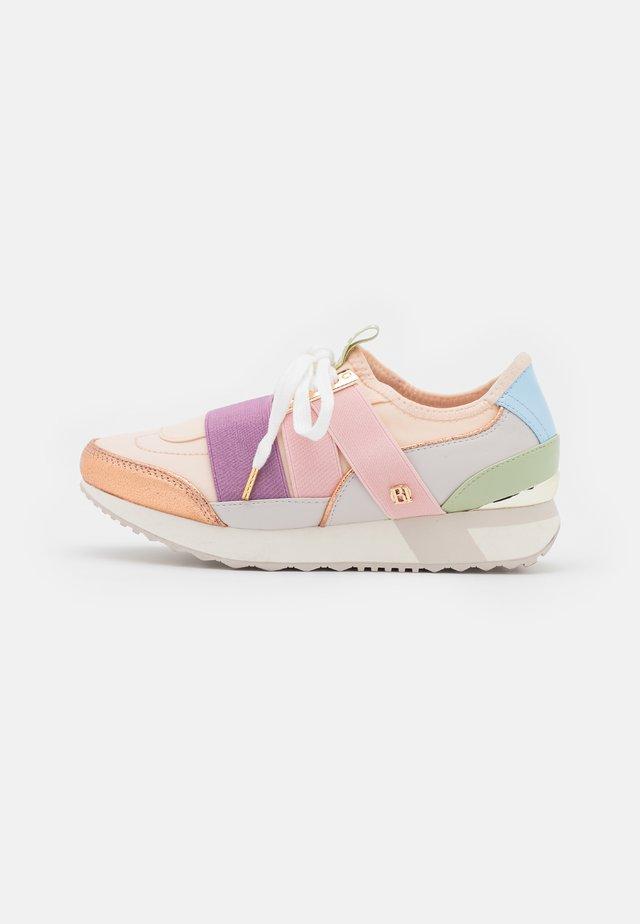 Sneakers laag - pink light