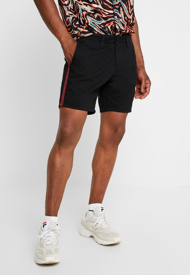 SMITHTAPEPB - Shorts - black