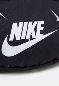 Nike Sportswear - HERITAGE HIP PACK UNISEX - Bæltetasker - black/white - 3
