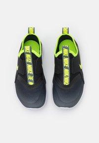 Nike Performance - FLEX RUNNER UNISEX - Obuwie do biegania treningowe - smoke grey/volt/black/white - 3