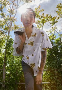 Obey Clothing - BUTTERFLY - Shirt - white/multi coloured - 2