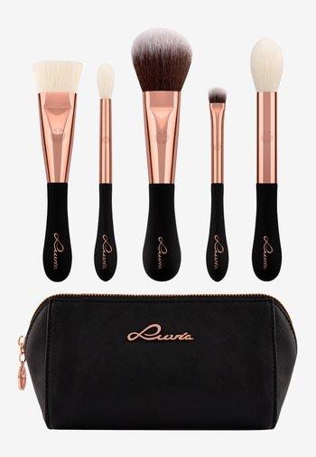 VEGAN SIGNATURE BRUSH SET - Makeup brush set - -
