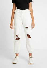 Topshop - REMI UTILITY - Jeans Relaxed Fit - off white - 0