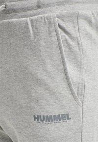 Hummel - HMLLEGACY - Träningsshorts - grey melange - 3