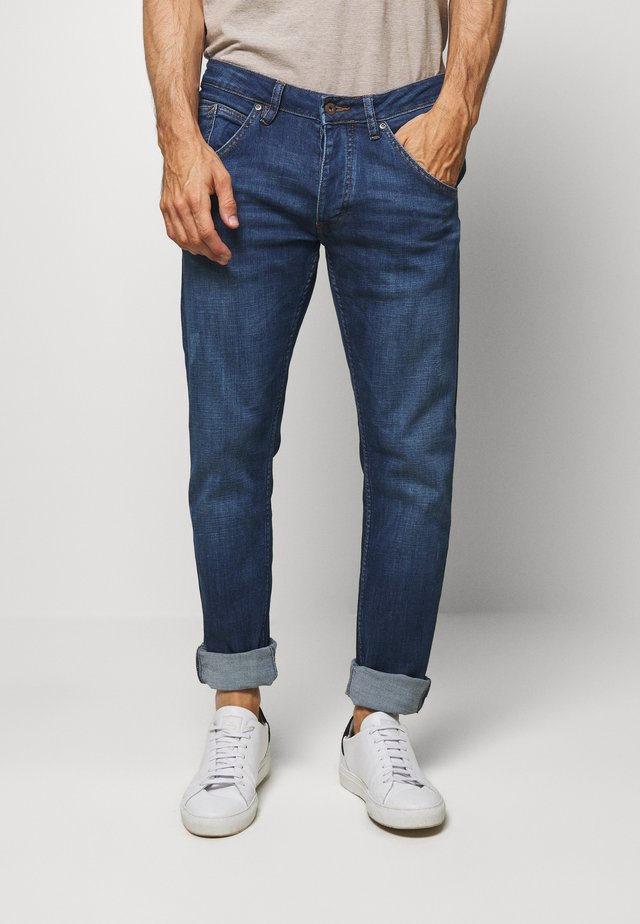 MICHIGAN TAPERED - Džíny Relaxed Fit - denim blue