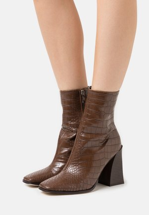 AARIVA - Classic ankle boots - brown