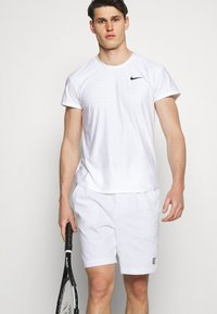 Nike Performance - SHORT HERITAGE - Sportovní kraťasy - white - 3