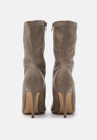 4th & Reckless - LUTHER - Kozačky na vysokém podpatku - nude - 3