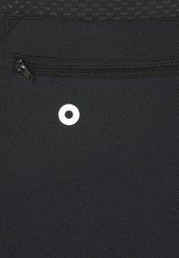 ONLY Play - ONPPERFORMANCE BIKE - T-Shirt print - black/elderberry - 7