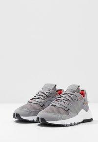 adidas Originals - NITE JOGGER  - Sneakers - grey three/footwear white - 3