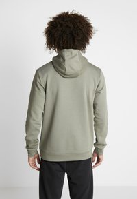 adidas Performance - CAMO ESSENTIALS LINEAR SPORT HODDIE SWEAT - Felpa con cappuccio - green - 2