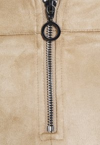 Vero Moda Petite - VMDONNADINA SHORT SKIRT - Mini skirt - silver mink - 2