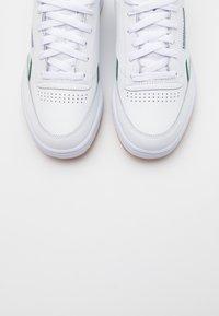 Reebok Classic - CLUB C 85 - Zapatillas - white/dark green/chalk white - 4