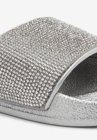 Next - SILVER HEATSEAL SLIDERS (OLDER) - Pantolette flach - silver - 3