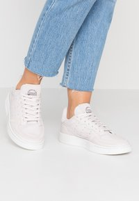 adidas Originals - SUPERCOURT - Baskets basses - orchid tint/crystal white - 0
