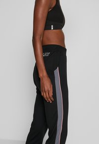 ONLY PLAY Tall - ONPJOY PANTS TALL - Pantalones deportivos - black/turbulence/strawberry pie - 5