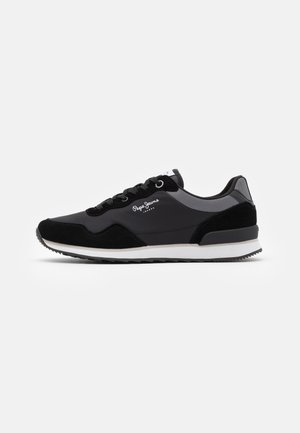 CROSS 4 URBAN - Trainers - black